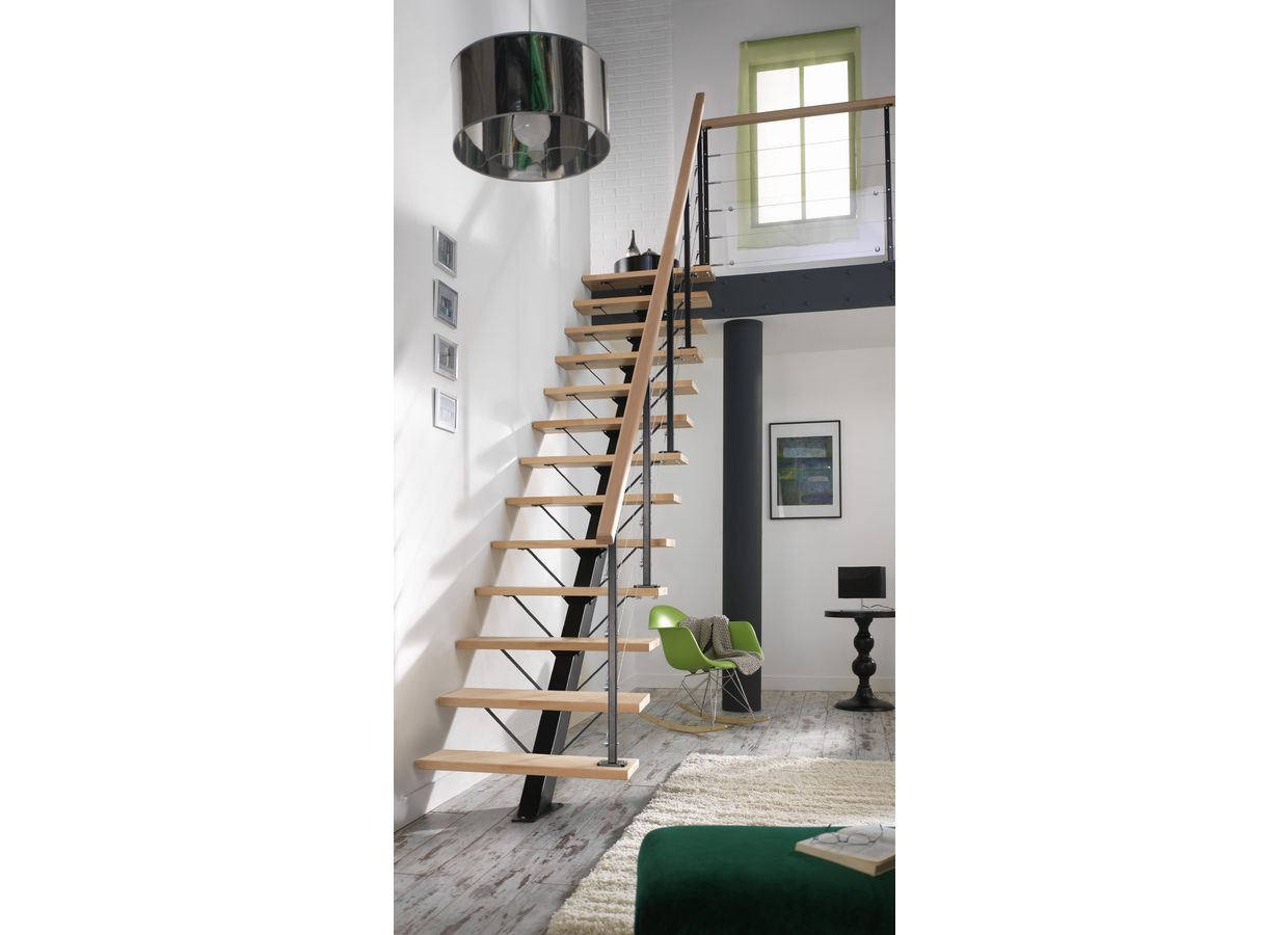 escalier lapeyre nova un escalier court donnant sur une mezzanine with escalier lapeyre nova. Black Bedroom Furniture Sets. Home Design Ideas