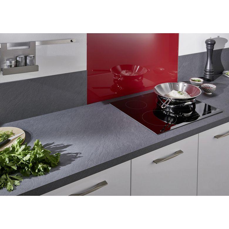 plan de travail cuisine profondeur 70 cm le plan de travail et les tablettes et entre les. Black Bedroom Furniture Sets. Home Design Ideas