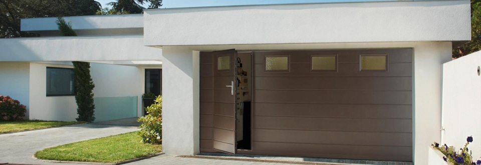 La Sécurité Des Portes De Garage - Porte de garage sectionnelle avec porte douche pvc