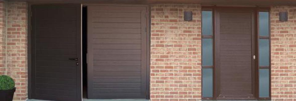 Les mat riaux des portes d entr e - Porte garage battant alu ...