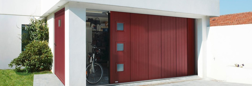Les portes de garage coulissantes for Porte de garage en pvc coulissante