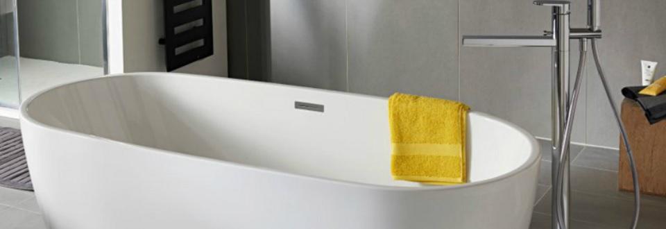 baignoire en ilot et robinet r tro pour salle de bain vintage. Black Bedroom Furniture Sets. Home Design Ideas
